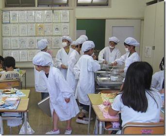 浦賀小学校給食視察 (8)